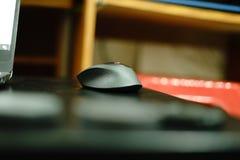 Het geavanceerd technische computer werk muis: Professionele radio stock foto