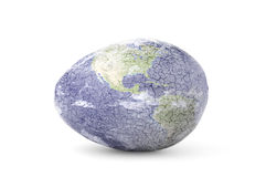 Het gebarsten Ei van de Aarde op Wit Stock Afbeelding