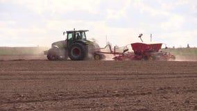 Het gebied van de de tractoreg van het landbouwbedrijfland stock video
