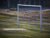 Het gebied van de jonge geitjesvoetbal Royalty-vrije Stock Fotografie