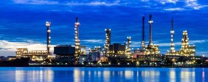 Het gebied van de raffinaderijinstallatie Stock Afbeeldingen