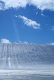Het gebied van de ski en blauwe hemel Royalty-vrije Stock Foto's