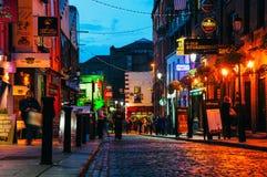 Het gebied van de tempelbar in Dublin, Ierland bij nacht Royalty-vrije Stock Afbeeldingen