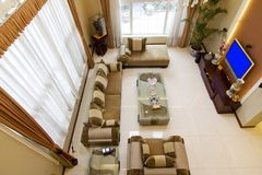 Het gebied van de zitkamer in onlangs hersteld herbouwd huis Royalty-vrije Stock Foto's