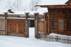 Het gebied van Irkoetsk, 18 RU-Februari, 2017: De bouw van het Volost-Beheer Museum van Houten Architectuur Taltsy Royalty-vrije Stock Fotografie