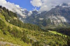Het gebied van Kanderstegbergen met Oeschinensee Berner Oberland zwitserland Stock Afbeeldingen