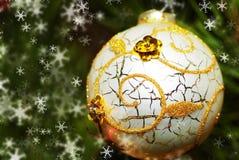 Het gebied van Kerstmis op een bont-boom. Een ornament Stock Fotografie