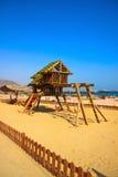 Het gebied van kinderen op het mooie strand Royalty-vrije Stock Afbeeldingen