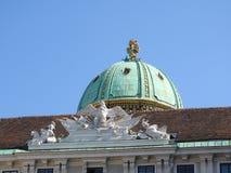 Het gebied van Maria-Theresien-Platz, Wenen, Oostenrijk, op een duidelijke dag stock fotografie