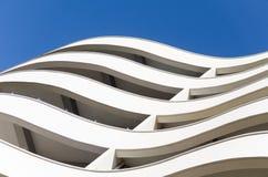 Het gebouw met gebogen lijnen royalty-vrije stock fotografie