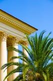 Het gebouw met kolommen Royalty-vrije Stock Afbeeldingen