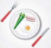 Het gebraden ei, het bacon en de groene asperge doorbladeren Royalty-vrije Stock Afbeeldingen