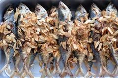 Het gebraden vissen Thaise voedsel koken royalty-vrije stock afbeeldingen