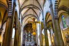 Het Gebrandschilderde glas Santa Maria Novella Church Florence Italy van het altaarkruisbeeld royalty-vrije stock foto's