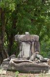 Het gebroken beeldhouwwerk van Boedha zit reeks in Ayutthaya Stock Fotografie