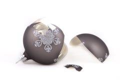 Het gebroken ornament van Kerstmis Royalty-vrije Stock Foto