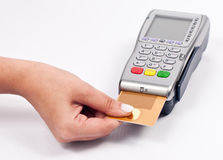 Het gebruiken van een creditcard Stock Afbeelding
