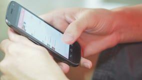Het gebruiken van Mobiele Telefoon stock footage