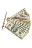Het gebruiken van pen die geld maken Stock Foto's