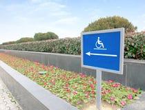 Het gebruiken van rolstoelhelling Royalty-vrije Stock Fotografie