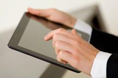 Het gebruiken van tablet Stock Fotografie
