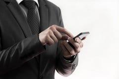 Het gebruiks slimme telefoon van de zakenmanhand. Stock Foto's