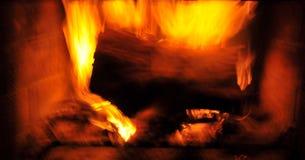 Het gebrul van Brandvlammen in Open haard royalty-vrije stock foto