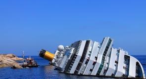 Het gedaalde cruiseschip Stock Fotografie