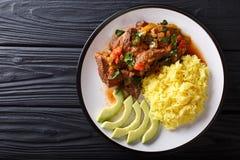 Het gedeelte van seco DE chivo stoofde geitenvlees met gele rijst en a stock afbeelding
