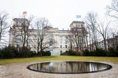 Het Gedenkteken aan Sinti en Roma Victims van Nazisme in een koud eind van de winterdag royalty-vrije stock foto's