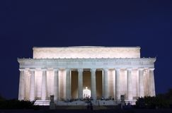 Het gedenkteken van Lincoln bij nacht stock afbeelding