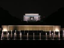 Het Gedenkteken van Lincoln en de Centrale Fonteinen van het Gedenkteken van de Wereldoorlog II Stock Afbeelding