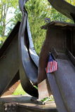 11 het gedenkteken van september met kleine vlag en de bloemen, Saratoga springen, New York, 2013 op Stock Fotografie