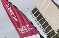 Het gedicht van dichtersLaureate Andrew Motion wat als? aan de kant van Owen Building in Sheffield Hallam University, Sheffield,  stock afbeeldingen