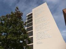Het gedicht van dichtersLaureate Andrew Motion wat als? aan de kant van Owen Building in Sheffield Hallam University, Sheffield,  royalty-vrije stock foto