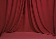 Het Gedrapeerde Rode Fluweel van Horozontal Royalty-vrije Stock Afbeeldingen