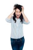 Het gefrustreerde jonge dame luid gillen Royalty-vrije Stock Fotografie