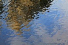 Het geheimzinnige trekken op het water royalty-vrije stock afbeeldingen