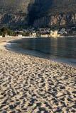 Het gehele strand van mondello Stock Foto's