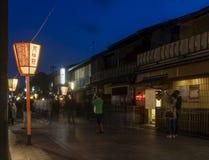 Het geishadistrict bij het blauwe uur, Kyoto, Japan stock afbeelding