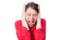 Het gekke jonge vrouw gillen, die haar oren behandelen weigeren te luisteren royalty-vrije stock foto