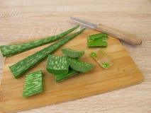 Het gel en de bladeren van aloëvera Stock Afbeeldingen