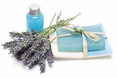 Het gel en de zeep van de lavendel voor het baden. Stock Fotografie
