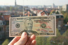 Het geld beslist de wereld royalty-vrije stock afbeeldingen
