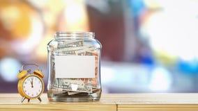 Het geld is in een glasfles Stock Afbeeldingen
