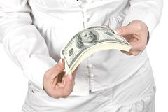 Het geld in het geven overhandigt Stock Foto's