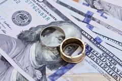 Het geld van dollarrekeningen met goud en zilver Royalty-vrije Stock Afbeelding
