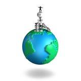 Het geldsymbolen van de zakenman in evenwicht brengende stapel op 3D kaart van de bolwereld Stock Foto's