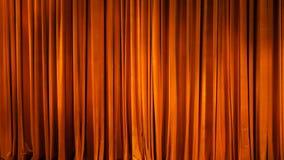 Het gele gordijn Theatrale scènes met licht van de schijnwerpers in de gesloten positie Royalty-vrije Stock Foto