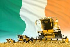 Het gele landbouwbedrijf landbouw maaidorser op gebied met de vlagachtergrond van Ierland, het concept van de voedselindustrie -  royalty-vrije illustratie
